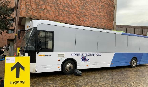 <p>De testbus stond vorige week bij het gemeentehuis.</p>