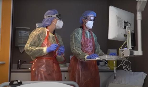 <p>Een beeld uit de docudrama, die uit het perspectief van de pati&euml;nt is gefilmd.</p>