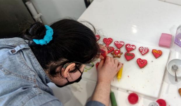 <p>De Valentijnskoekjes en de soep zijn met liefde gemaakt. </p>