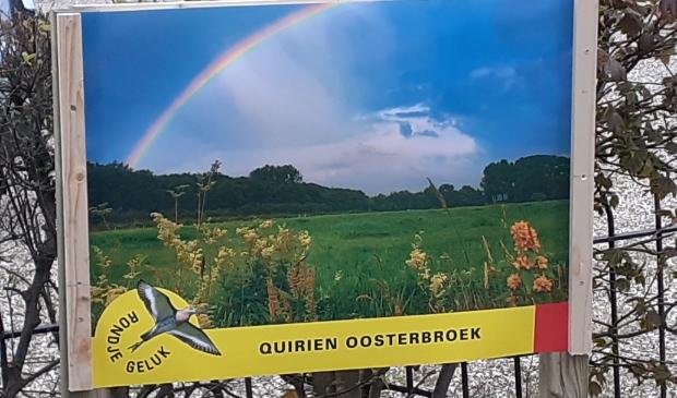 <p>De geluksposter van Quirien Oosterbroek hangt bij De Deel op de Wakkerendijk.</p>