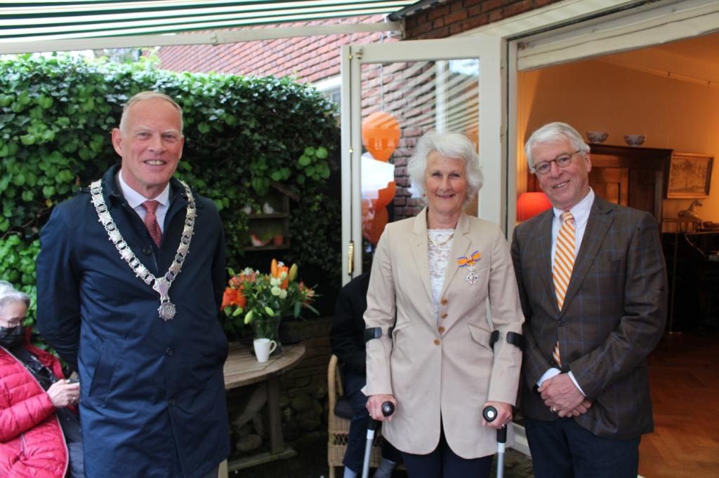 V.l.n.r. Burgemeester Ter Heegde, Wuif en Guido van Berkel. Foto: KNZ&RV © Enter Media