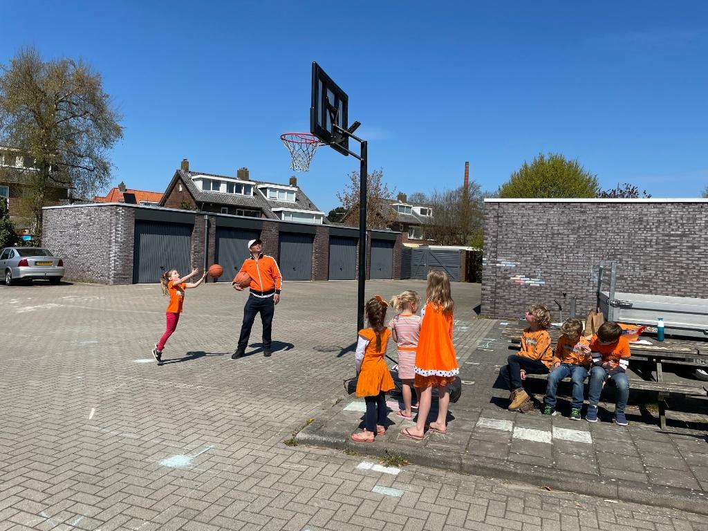 Koningsspelen aan Limburg van Stirumlaan. Foto: Trudy Klingelhoefer-Oskam © Enter Media