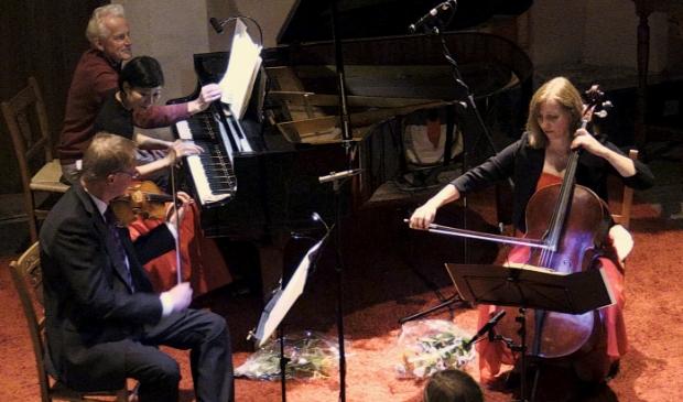 <p>Het Hobbema pianotrio verzorgt een concert in het Huis van Eemnes.</p>