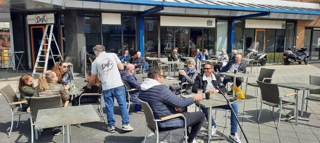 <p>Grand Caf&eacute; Deli is sinds vandaag open.</p>  © Enter Media