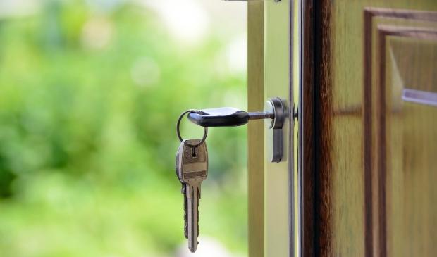 <p>De gemeente Laren moet v&oacute;&oacute;r 1 juli 2021 nog vier verblijfsgerechtigden van een woning voorzien.</p>