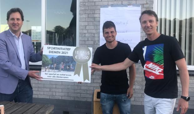 <p>Op de foto v.l.n.r. wethouder Jeroen Klaasse, Tom Overtoom en Roderik Groot.</p>