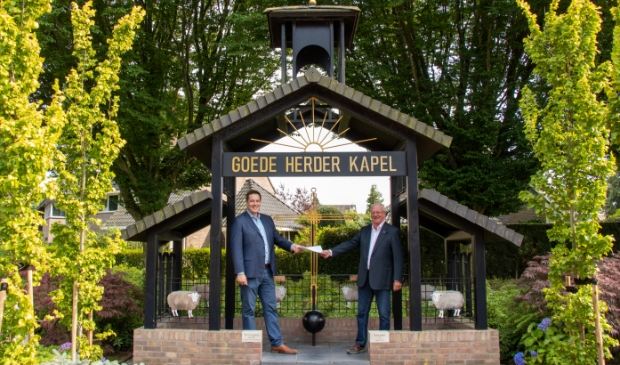 <p>Hermen Kroes, initiatiefnemer van de Kapel, neemt afscheid van de stichting.</p>