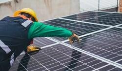 De voordelen van zonnepanelen laten plaatsen