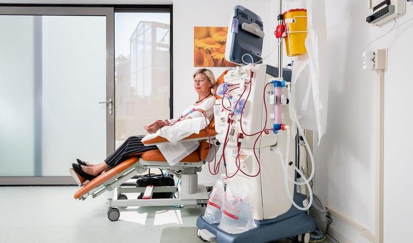<p>Mieke de Bruin dialyseert voortaan in een dialysehub dichtbij huis. (Foto: Tom van Limpt)</p>