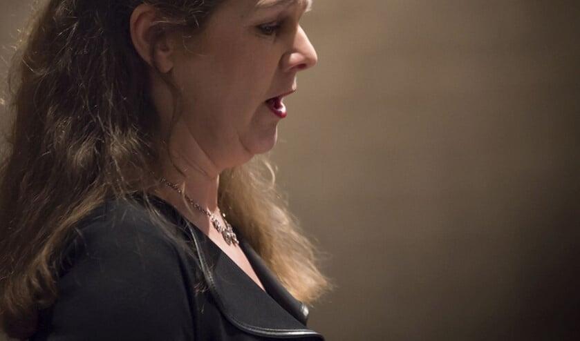 <p>Sopraan Irene Meeuwvis verzorgt samen met Rob van Heck, zaterdag aanstaande een concert in de AD-kerk.</p>