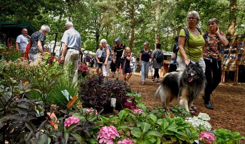 <p>Sfeerbeeld van een eerdere editie van Bloem & Tuin dat jaarlijks plaatsvindt in Nuenen.</p>