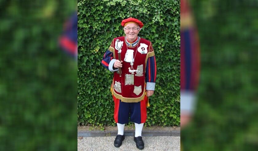 <p>Theo van den Heuvel kroonde zich afgelopen weekend tot de nieuwe koning van het Sint Martinus Gilde.</p>