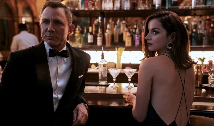 <p>James Bond (Daniel Craig) and Paloma (Ana de Armas) in No Time To Die, die binnenkort is te zien in De Hofnar.</p>