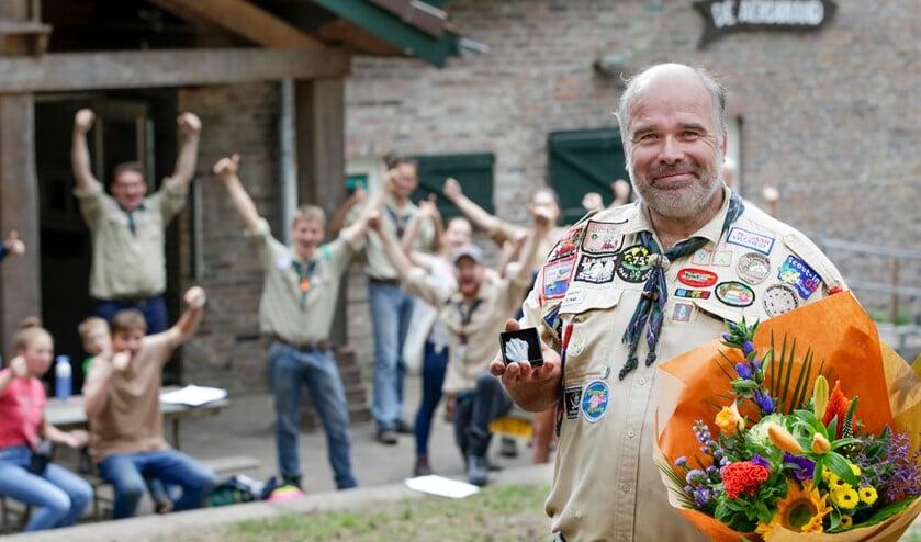 <p>Laurens Jansen werd zaterdag verrast met de gemeentelijke vrijwilligerspenning. (Foto: Jurgen van Hoof)</p>