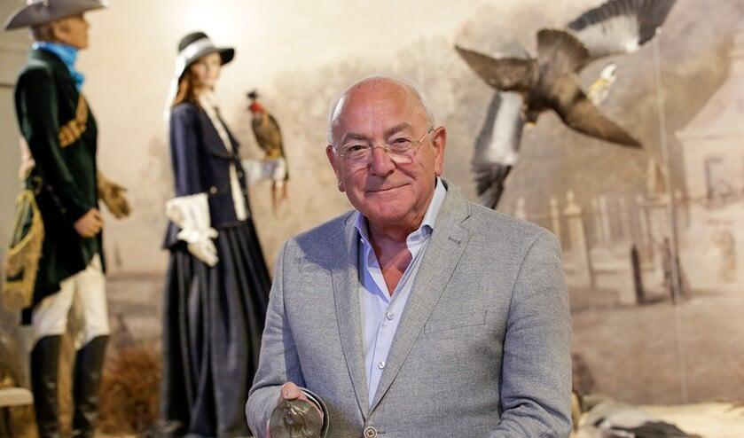 <p>Ben Mondelaers met zijn erepenning in &#39;zijn&#39; Valkerij en Sigarenmakerij Museum. (Foto: Jurgen van Hoof)</p>
