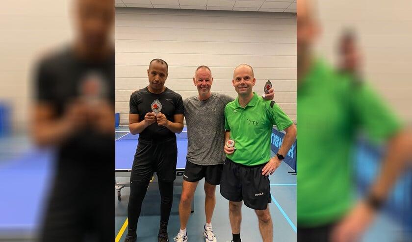 Van links naar rechts: Hamdan Mohammed, clubkampioen Erik van Veenendaal en Michiel Kaizer.