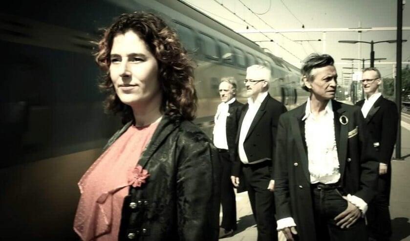 <p>Binnenkort in De Hofnar: Maas brengt klassiek en pop samen in de voorstelling &#39;Door Stromen.&#39;</p>