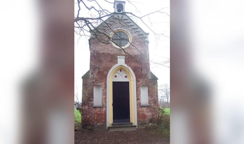 Een folly op Sandwijck ziet eruit als een kapel, maar niets is echt. [foto Guus Geebel]