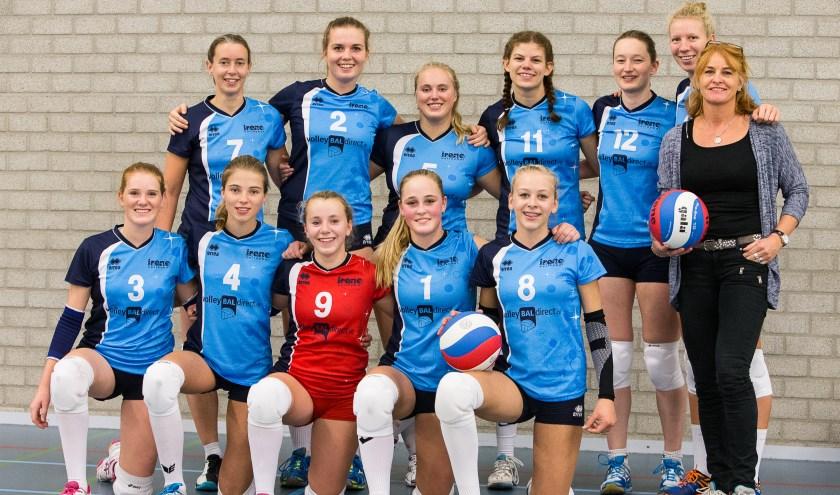 Het jonge Dames 1 team. (foto Ron Beenen)