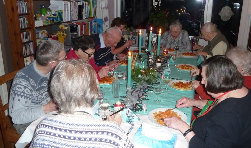 Op beide locaties genoten de gasten van een gezellig intiem diner, volledig in kerstsfeer.