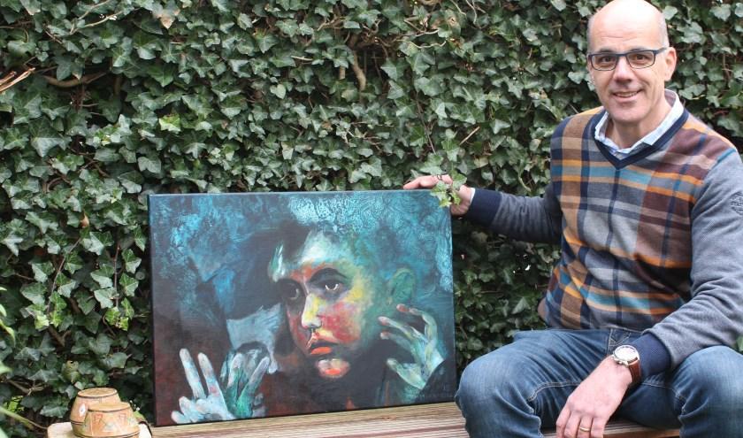 Marcel Hermens met één van zijn laatste werken 'Vluchteling'.