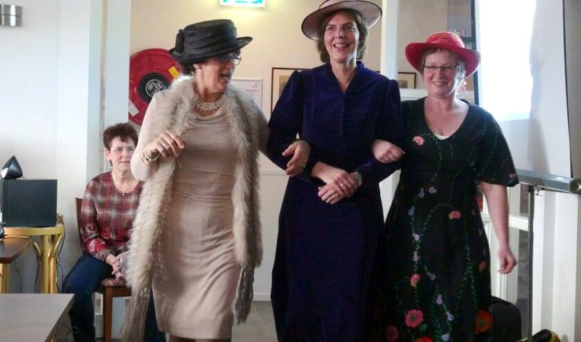 Toen het over trouwen in Westbroek ging, verscheen iedereen in feestkledij.