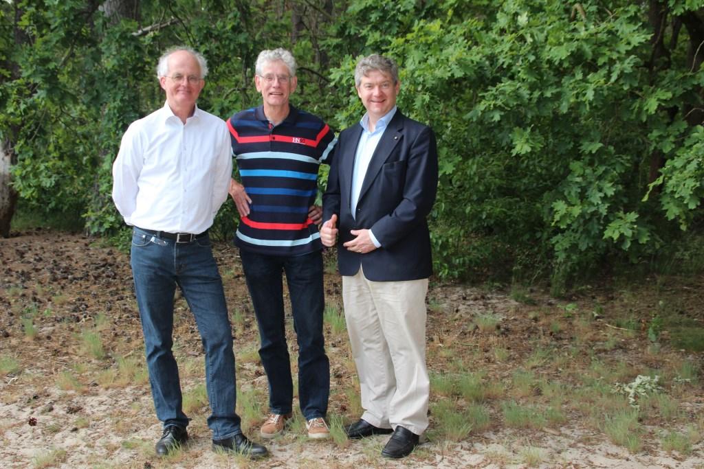 Anne de Boer (links), bestuurder Peter van Puijenbroek en Christiaan van Nispen tot Sevenaer (rechts).  © De Vierklank
