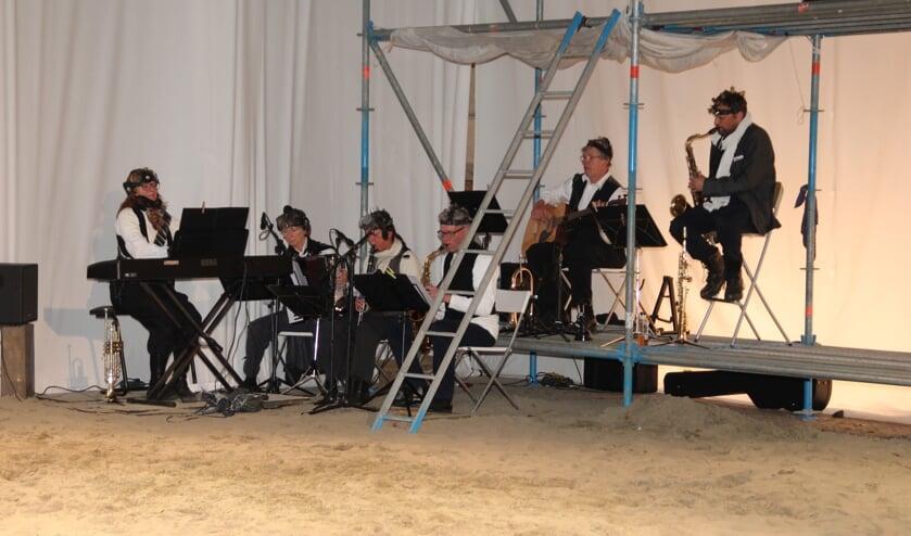In Timon van Athene was de muziek een mengeling van muziek van Kyteman, Eric Vloeimans, klezmer en Cirque du Soleil.