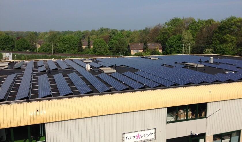 340 panelen moeten samen 80.000 kWh per jaar op gaan brengen.