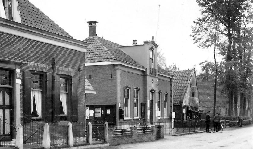 Het gemeentehuis van Westbroek in 1943. (foto Karien Scholte)
