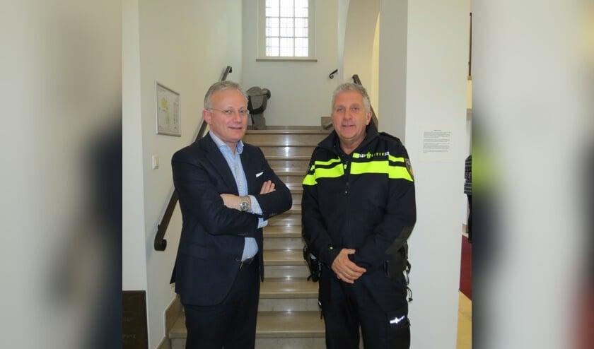 Burgemeester Arjen Gerritsen en basisteamchef Martin Valenkamp.