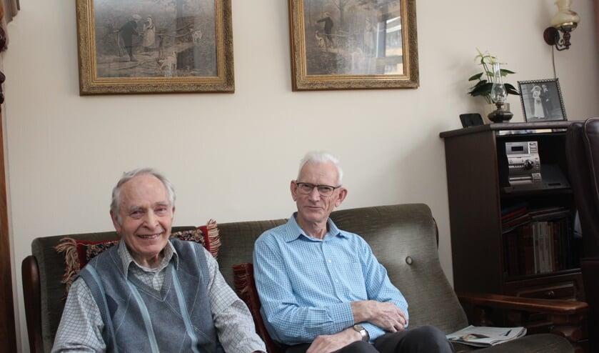 Herman Doornenbal en Arie van Amerongen vertellen in St. Maerten over hun oorlogstijd.