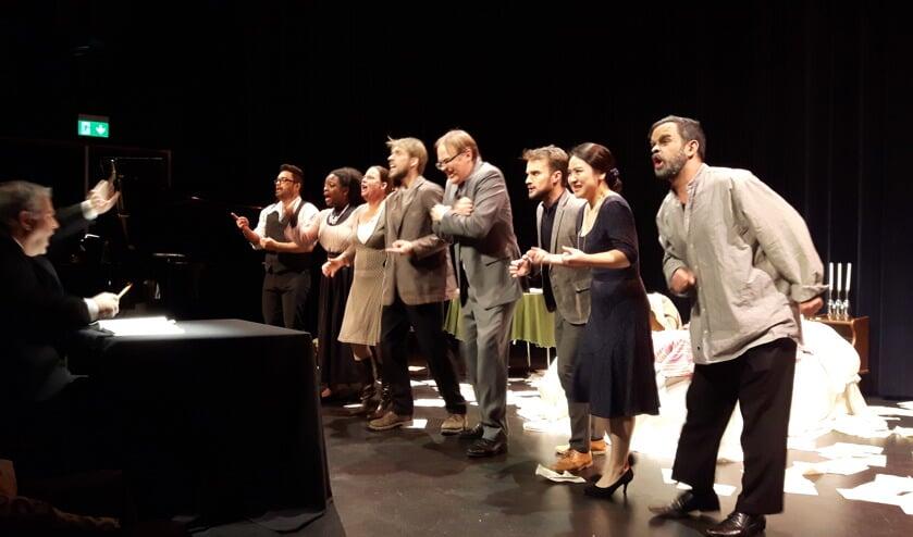De komische eenakter Gianni Schicchi in theater Het Lichtruim te Bilthoven.