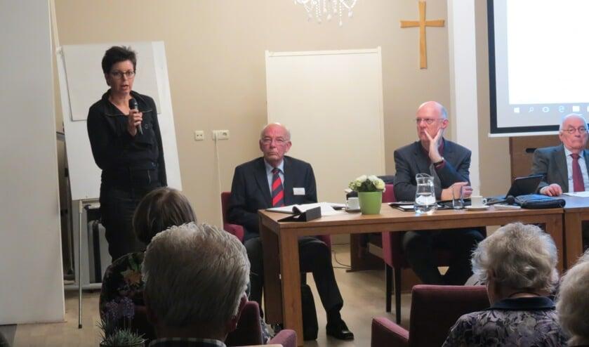 Tolinda de Vries tijdens haar presentatie.