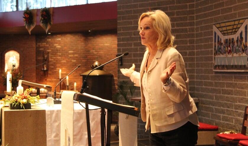 Tineke Schouten is ook in de kerk reuze in haar element.