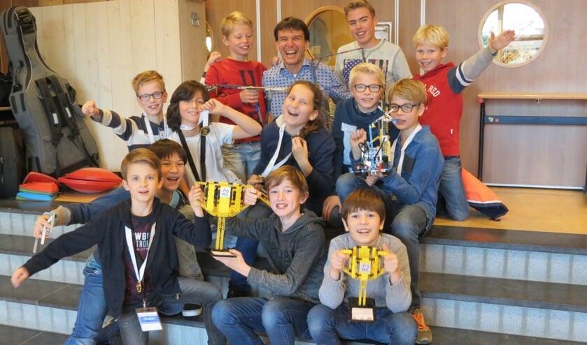 De opgetogen winnaars van de regionale Lego League 2016-2017.