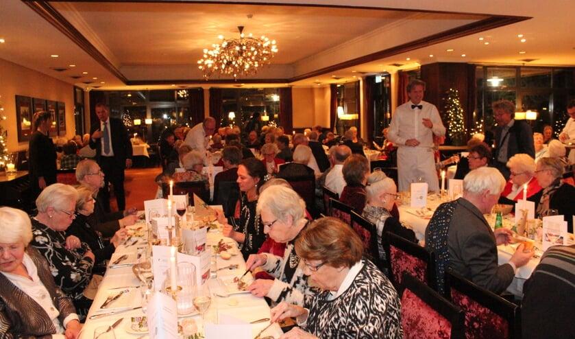 Ruim 140 gasten genoten van een goed diner.