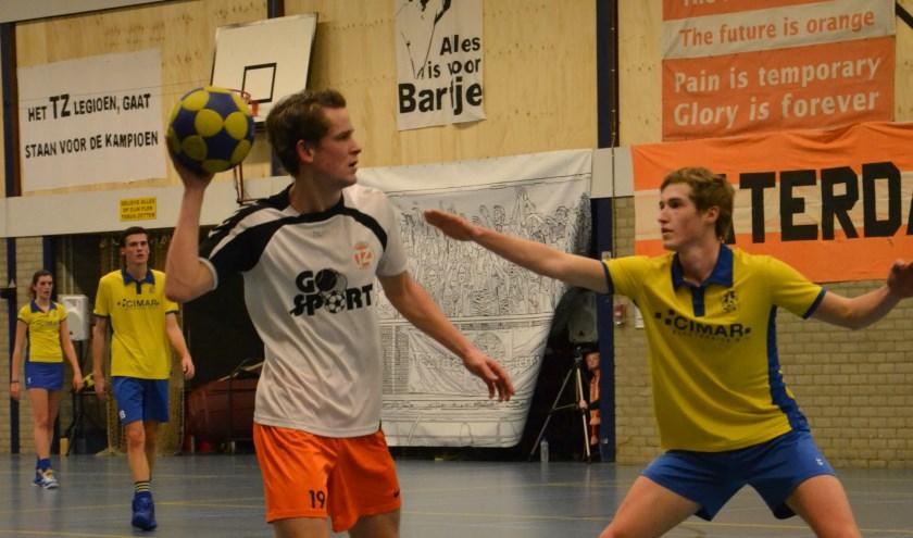 Luke van Kouterik is dit seizoen goed op dreef, ook deze wedstijd wist hij 7 keer te scoren. (foto Hester Ploeg)