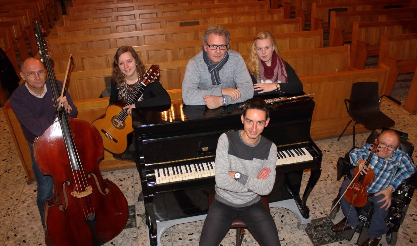 Aan de avond werken mee: Aalt van de Beek en Lianne de Jongh (viool), Willard van Ooij (contrabas), Jannemieke de Jong (gitaar), Mariëlle Schippers (fluit), Hans Schippers (orgel) en Rens de Winter (vleugel).