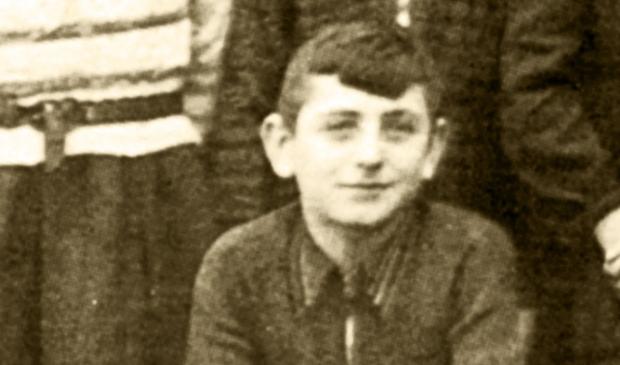 Karel Beesemer (84) heeft als klein jochie tijdens de Tweede Wereldoorlog ondergedoken gezeten op verschillende adressen, waaronder in Bilthoven. In 2017 gaf hij voor de laatste keer les over zijn kindertijd in de oorlog (foto Mel Boas).   Foto:  © De Vierklank