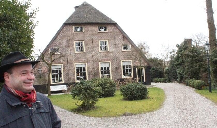 Johan Doornenbal voor Koddestein (Dorpsweg 61 te Maartensdijk) met in de voorgevel vier twaalf-ruits schuifvensters en twee cirkelvormige baksteendecoraties.
