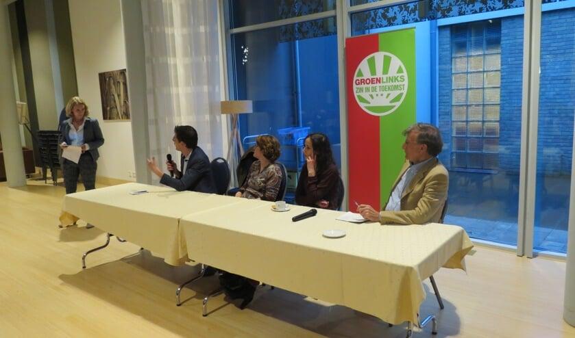 V.l.n.r. gedeputeerde Mariette Pennaerts, Europarlementariër Bas Eickhout, Birgit Loos (RIVM), Faiza Oulahsen (Greenpeace) en Klaas van Egmond (Hoogleraar RUU)