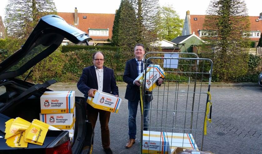 Ook meester Harry Prosman van de Maartensdijkse School met de Bijbel kon z'n auto vol laden.