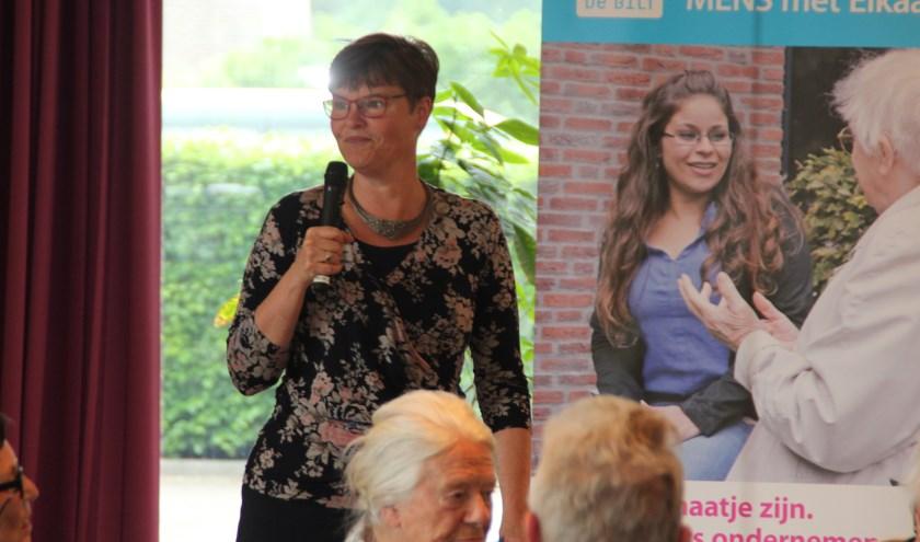 Wethouder Anne Brommersma brengt de waardering voor zowel het project als de deelnemers van het College over.