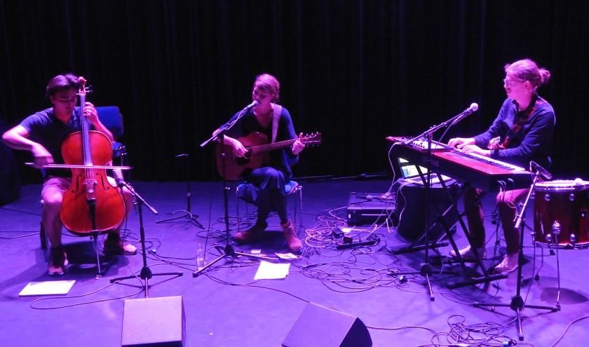 De folk-band Rasemary & Garlic verrast menig toehoorder.