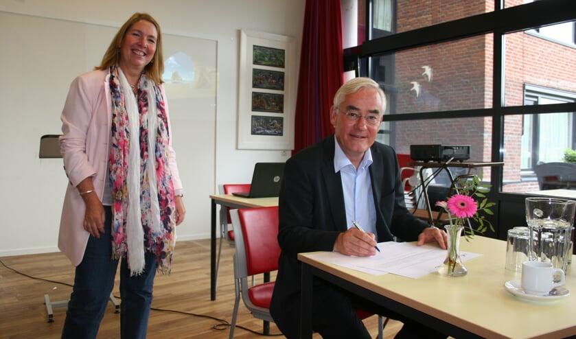 Kees Rutten - ROC Midden Nederland tekent het convenant 'De Bilt Verbindt'.
