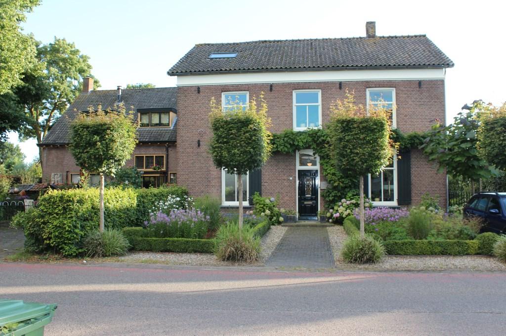 Ook de oude Gereformeerde school  Dr. Welfferweg (22/24) heeft weer een woonbestemming.  © De Vierklank