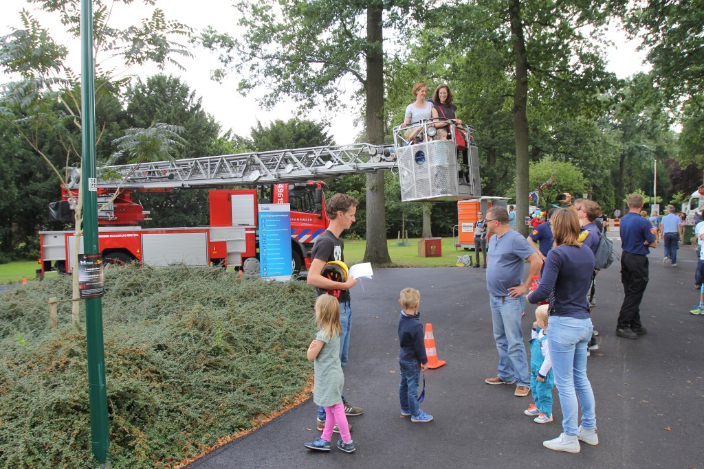 De 'kermisattractie' van de Biltse brandweer.  © De Vierklank