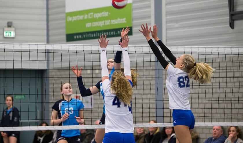 Een 4-0 zege tegen de voornaamste concurrent, daarmee onderstreept de hemelsblauwe brigade haar titelaspiraties met een heel dikke stift. (foto Ron Beenen.)