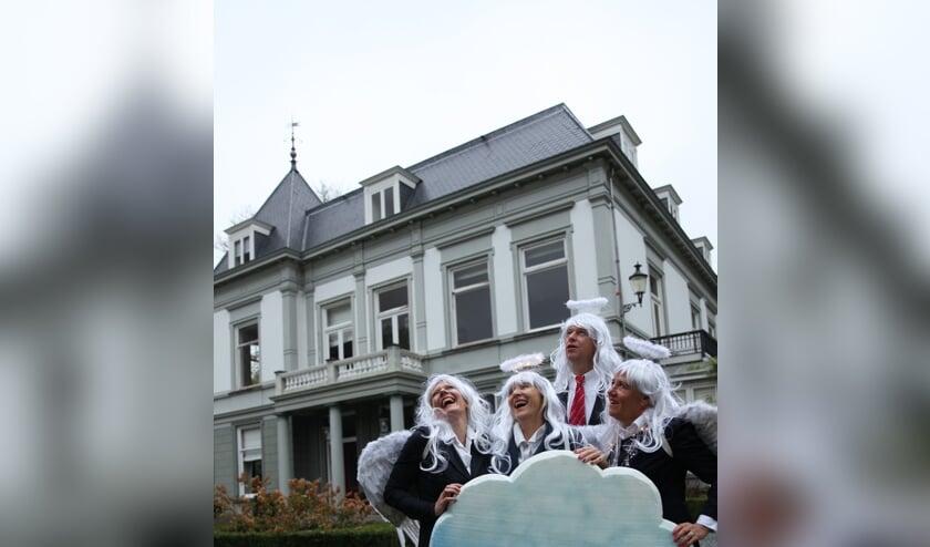 Theatergroep Het Groene Geneuzel voor Huize Voordaan in Groenekan. V.l.n.r: Frøydis Ihle, Ilja Raspe, Thomas Vencken en Brigitte Kant.